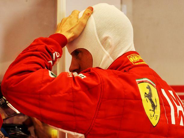 Kimi Räikkönen starttaa Yhdysvaltain GP:hen Lewis Hamiltonin rinnalta eturivistä.