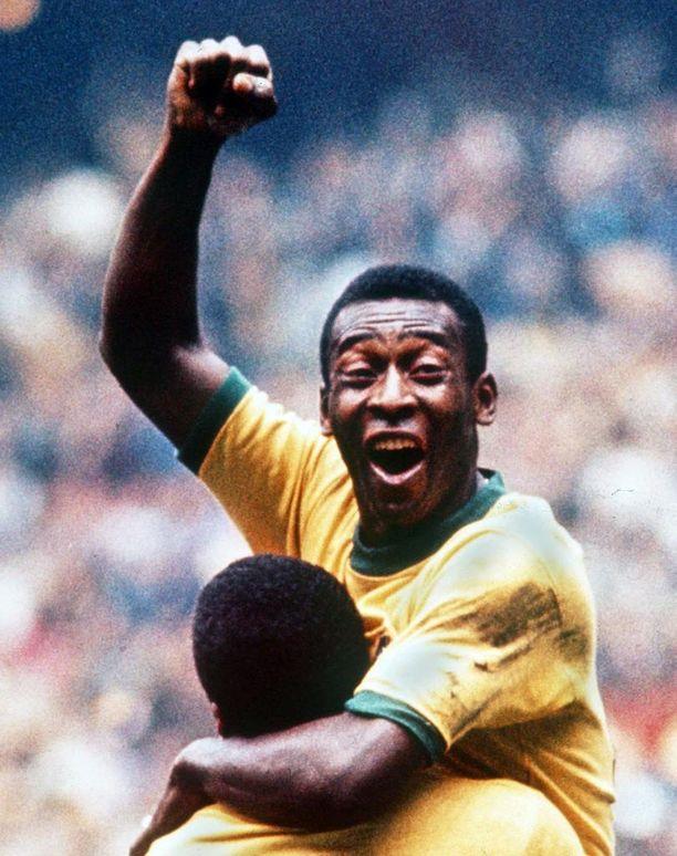 Brasilian sambankeltainen on nyt kirkkaampi kuin edeltäjässään. Sävy on sama kuin paidoissa, joihin Pele ja kesän 1970 MM-sankarit pukeutuivat. Myös vihreä kaulus on poimittu 48 vuoden takaa.