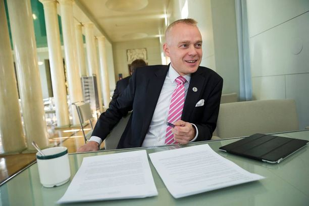 Kansanedustaja Timo Heinonen (kok) ehdottaa kesälomakauden siirtämistä lähemmäs syksyä.
