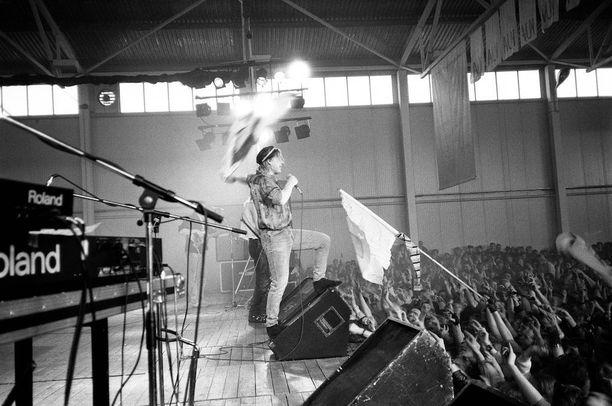 Miljoonasade Tarttossa vuonna 1988 legendaarisessa konsertissaan.