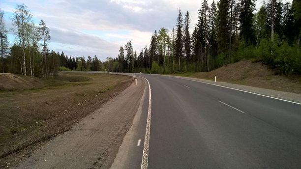Lahdenpohjasta on rakennettu päällystetty pistoliittymä Parikkala-Syväoron raja-asemalle.