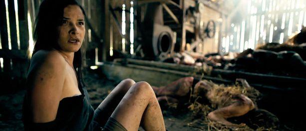 Toinen elokuvan pääosan näyttelijöistä on Holly Georgia. Hänen hahmonsa Hannah joutuu suomalaisena juhannuksena ongelmiin.