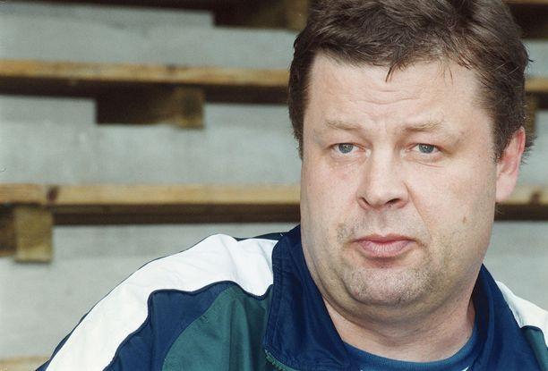Kilpauran päätyttyä vuonna 1990 Juha Tiaisen elämään jäi tyhjiö. Kuva on vuodelta 2000.