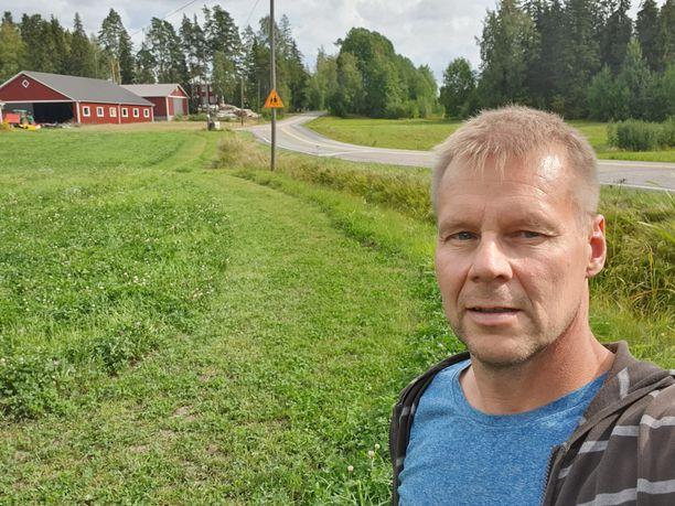 Kun naapuri pyysi koulutietä lapsille, Arto Hanelius suostui oikopäätä. Palaute on ollut kiittävää.