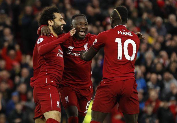Liverpoolin Naby Keita (keskellä) juhli pikamaalia.