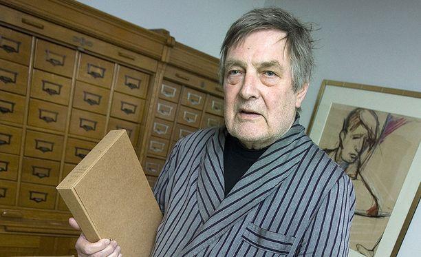 Claes Andersson kertoo, että Pertti Alaja kirjoitti rakkausrunoja.