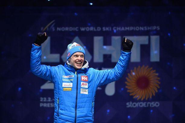 Iivo Niskanen pääsi tuulettamaan ikimuistoista MM-kultaa Lahden torilla.
