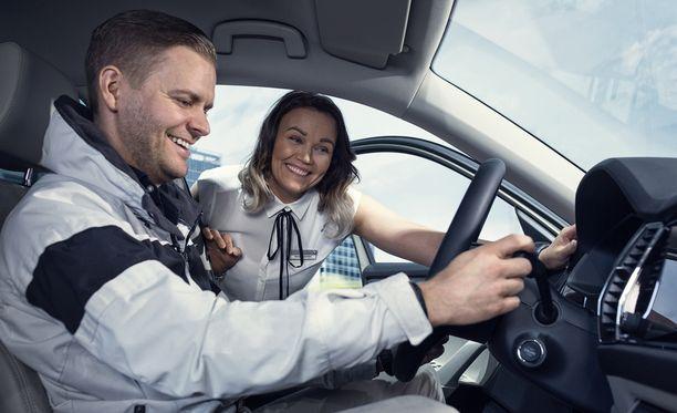 Autoliikkeessä autot tarkastetaan, korjataan tarvittaessa ja varmistetaan myyntikunto.