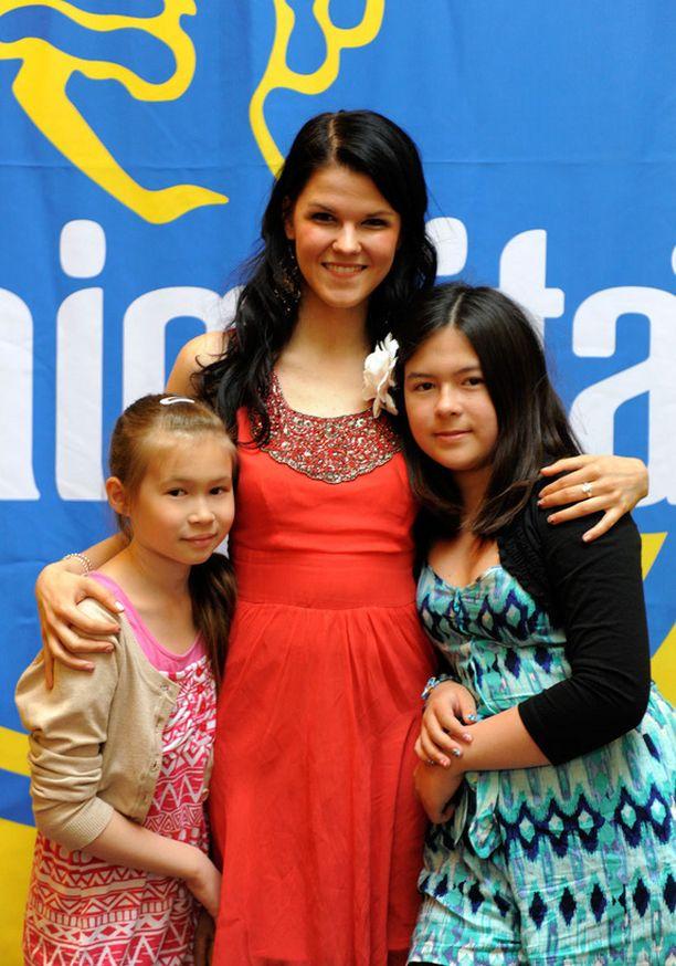 Saara Aalto ystävystyi taannoin työn kautta kahden sisaruksen, Aimi, 14, ja Eimi, 12, Kärnän kanssa. – Tytöt ovat luonani joskus yökylässäkin. He ovat kuin kummilapsia. Jos suinkin ehdin, tulen heidän kanssaan Minimarathon –tapahtumaan, Saara sanoi.