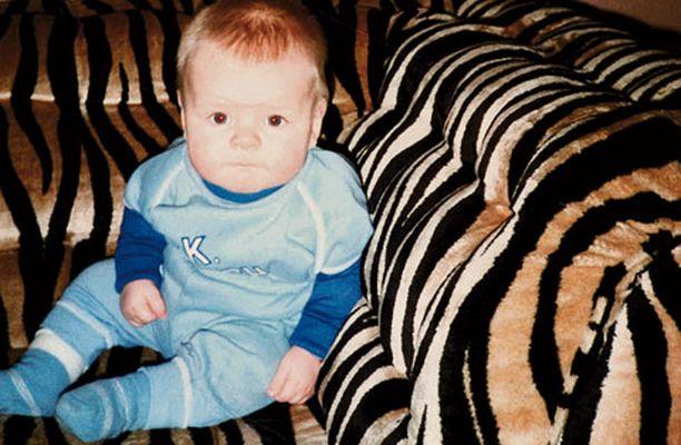 1984 Alle vuoden ikäinen poika kotonaan Kouvolassa.