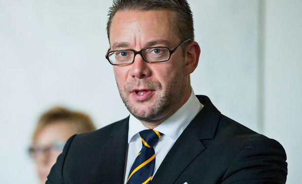 Stefan Wallinin mukaan RKP ei äänestä epäluottamuslauseen puolesta.