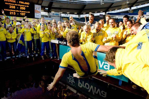 Ruotsi on tottunut tuulettamaan voittoa yleisurheilumaaottelussa.