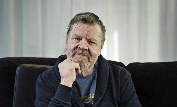 Näyttelijä Vesa-Matti Loiri tähdittää Helsinki Mansplaining Massacre -kauhukomediaa.