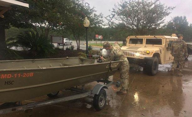Yhdysvaltain kansalliskaarti on auttanut pelastustöissä Louisianan osavaltiossa, jossa Harveyn keskus parhaillaan on.