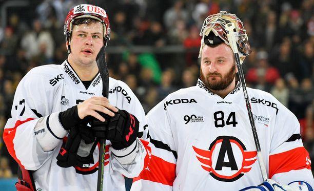 Dmitri Megalinsky (vas.) ja Ivan Lisutin kohtaavat tänään Barys Astanan KHL:ssä.