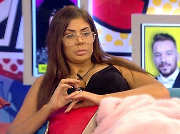 Viime vuonna Chloe osallistui julkkis-Big Brotheriin. Tuolloin hän oli brunetti.