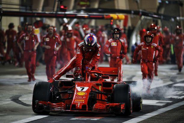 Kimi Räikkösen kilpailu päättyi keskeytykseen Bahrainissa.