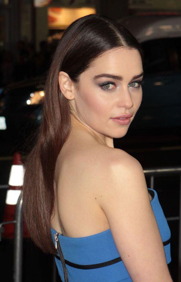 Emilia Clarke näyttelee suositussa Game of Thrones -sarjassa.