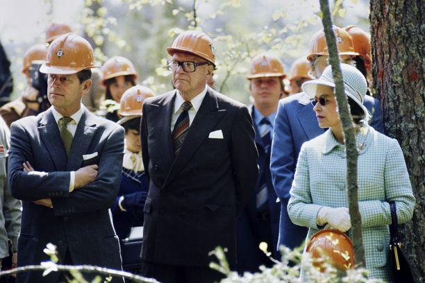 Prinssi Philip (vas.), tasavallan presidentti Urho Kekkonen ja Englannin kuningatar Elisabet II vierailivat Haukanmaan metsätyömaalla 28. toukokuuta 1976.