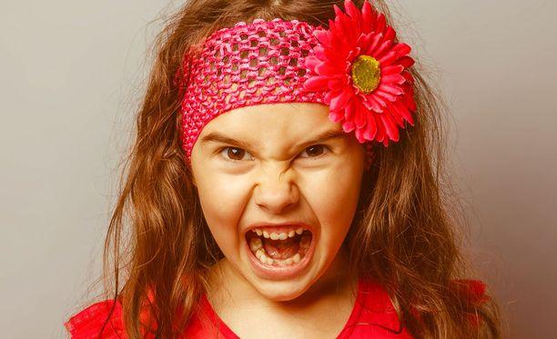 Synestetiassa yksi aistiärsyke aiheuttaa aistimuksen, joka kuuluu toisen aistin alaan.