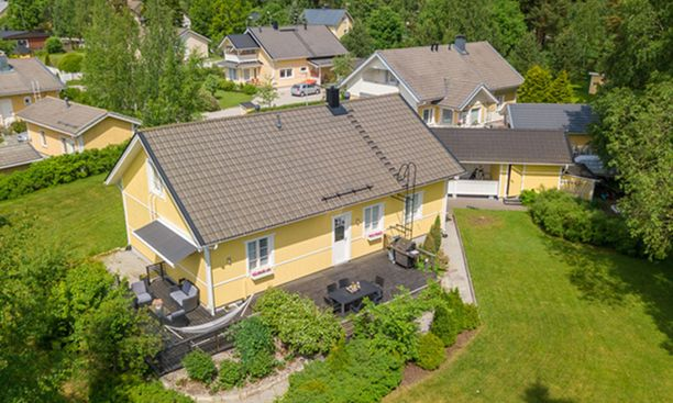 Anna Perhon ja Sami Tenkasen kaunis talo on myynnissä.