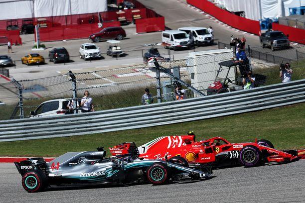 Kimi Räikkönen ohitti Lewis Hamiltonin heti startissa, nousi Hamiltonin toisen varikkokäynnin myötä uudestaan kärkeen ja piti ykköspaikkansa ruutulipulle asti.