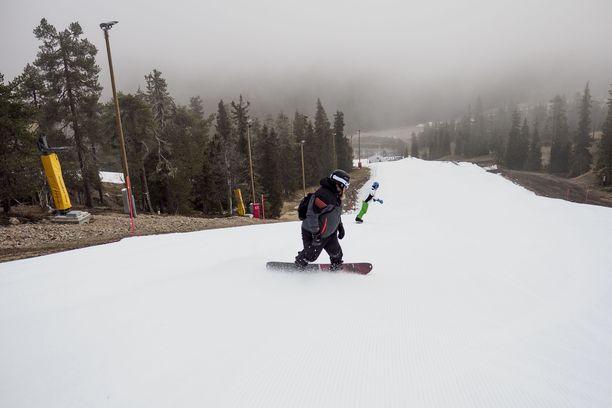 Kuusamon Rukalla on jo vietetty hiihtokauden avajaisia. Kuva tämänvuotiselta avajaispäivältä.