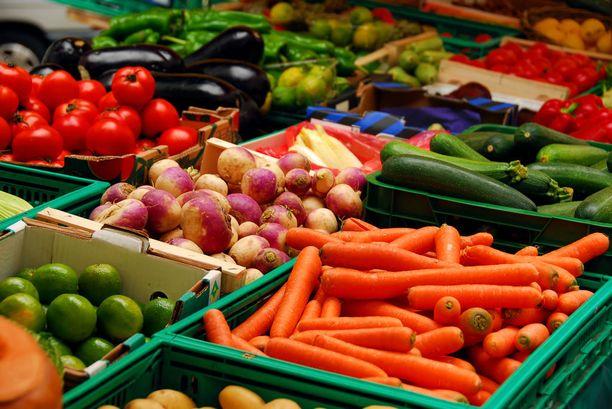 Mitäpä jos seuraavalla kerralla ottaisit kaupassa ostoskärryysi enemmän kasviksia ja hedelmiä?