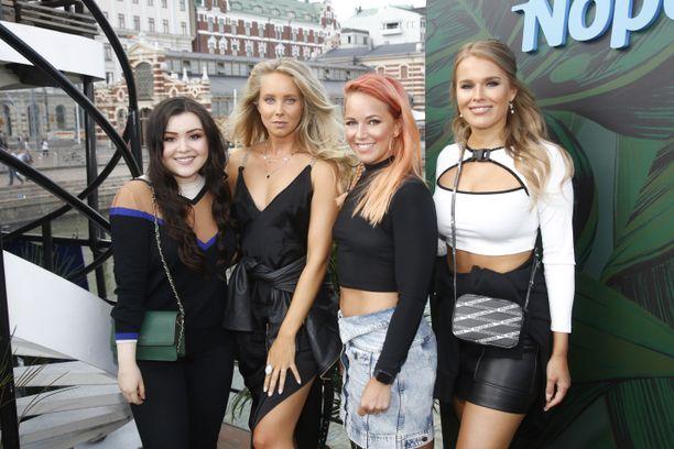 Diandra, Sabina Särkkä, Petra Gargano ja Sara Sieppi ovat valmiina Flow-festareille.