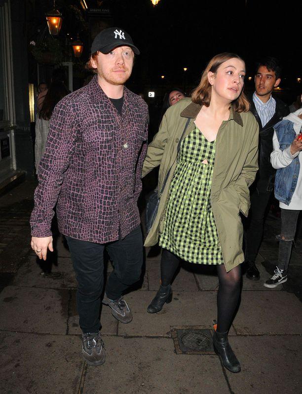 Rupert Grint ja Georgia Groome ovat nyt tyttövauvan vanhempia.