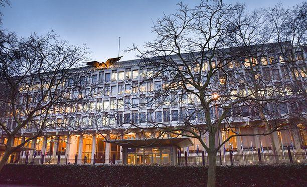Vanha lähetystö Grosvenor Squarella muutetaan luksushotelliksi. Vuonna 1960 valmistunut rakennus on Eero Saarisen piirtämä ja Lontoon ensimmäinen erityisesti lähetystöksi suunniteltu rakennus.