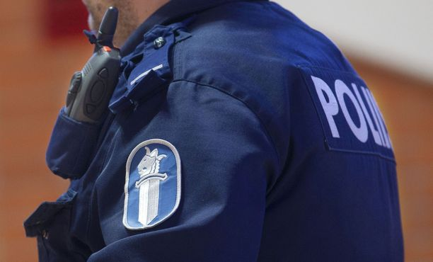Poliisi selvittää syitä sille, miksi hukkunut mies putosi veneestä veteen.