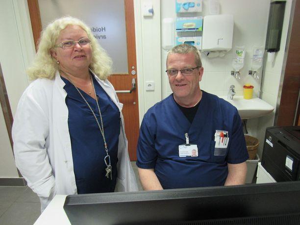 Acutan ylilääkäri Tuuli Löfgren ja sairaanhoitaja Jarkko Koskinen ovat auttaneet ensiavussa monenlaisiin koettelemuksiin joutuneita potilaita.