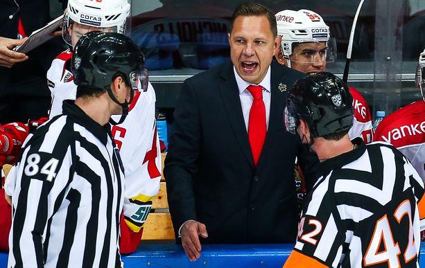 Jussi Tapola sai potkut Kunlunista, kun playoff-viiva karkasi.