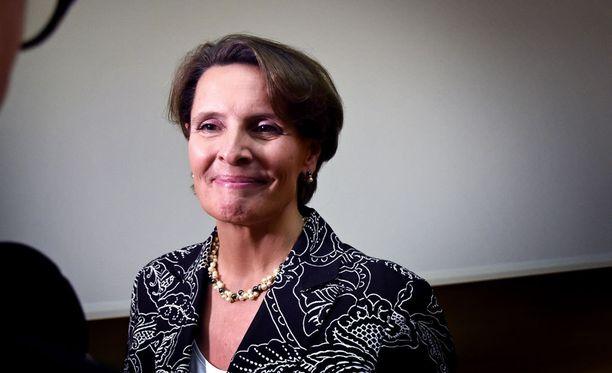 Liikenne- ja viestintäministeri Anne Berner (kesk.) esittää, että viisipäiväinen postinjakelu säilyy maaseudulla.