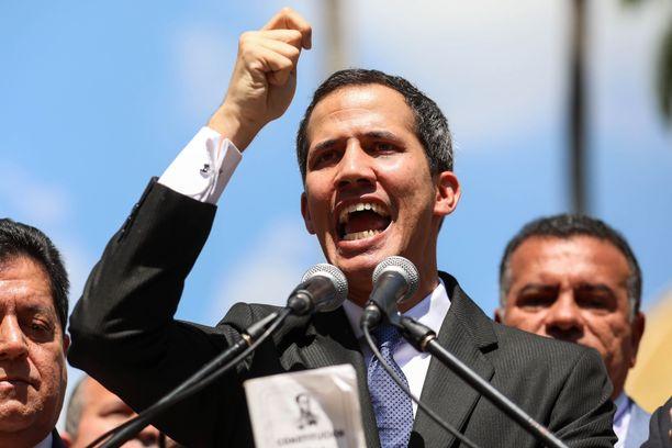 Juan Guaido julistautui virkaa tekeväksi presidentiksi.