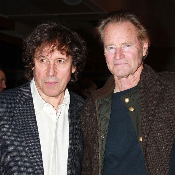 Kuvassa Shephard oikealla ystävänsä näyttelijä Stephen Reyan kanssa.