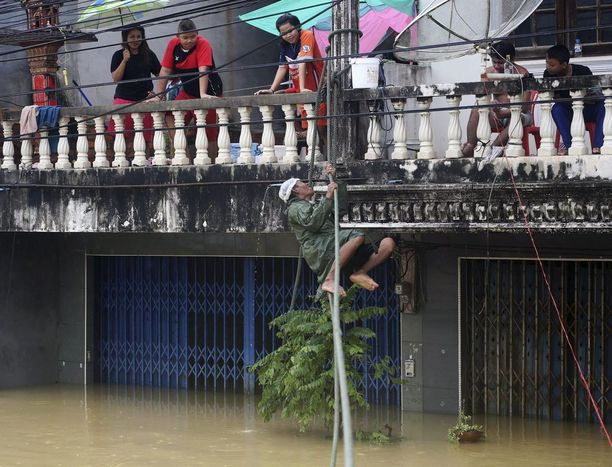 Tammikuun alusta alkaen voimakkaat sateet ovat aiheuttaneet tulvia eteläisessä Thaimaassa. Ainakin kuusi ihmistä on kuollut tulvissa.