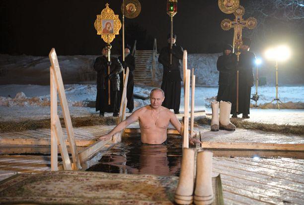 Putin pulahti avantoon loppiaisen kunniaksi Tverin alueella.