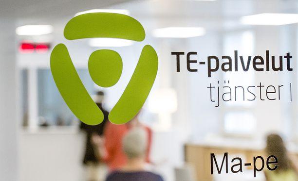 Tuoreen raportin mukaan Suomessa asuvien ulkomaalaistaustaisten naisten alhaista työllisyyttä selittävät politiikkaerot muihin Pohjoismaihin verrattuna.