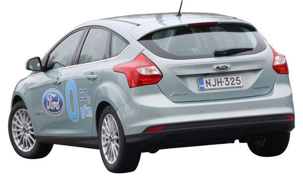 Perästä Sähkö-Focusta ei sähköautoksi tuntisi – paitsi ehkä Electric-logosta.