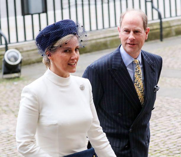 Kreivitär Sophie pitää matalaa profiilia. Hänen puolisonsa prinssi Edward on kuningattaren nuorin lapsi.