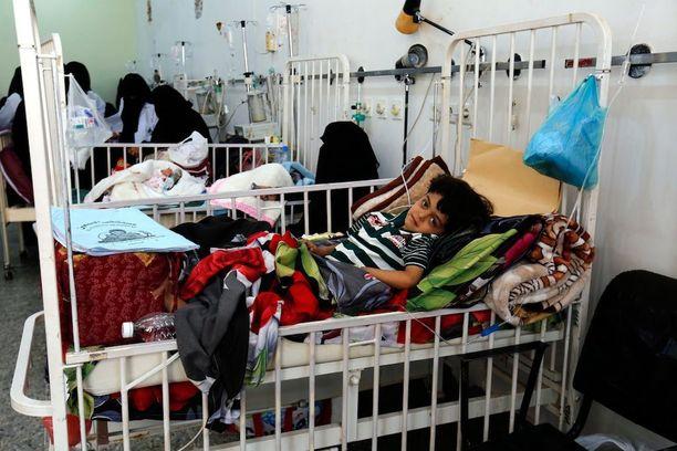 Aliravitut jemeniläislapset saamassa hoitoa sairaalassa maan pääkaupungissa Sanaassa huhtikuun alussa.