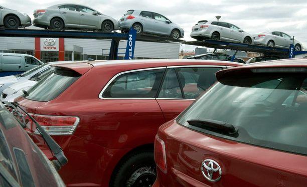 Hyväkuntoisena myyty käytetty maastoauto paljastui ajokelvottomaksi. Kuvan autot eivät liity tapaukseen.