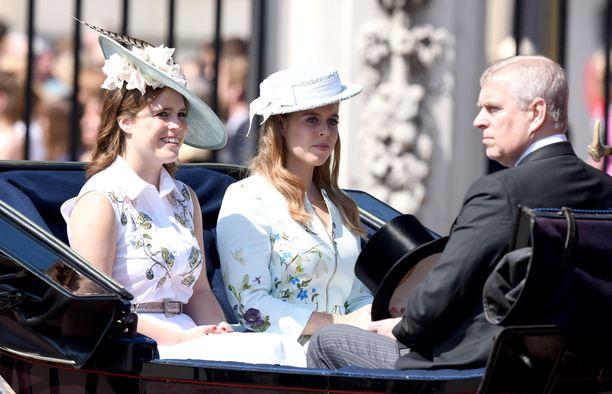 Prinsessat Eugenie ja Beatrice osallistuvat usein vanhempiensa kanssa erilaisiin tapahtumiin.