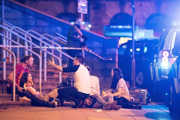Poliisi sai tiedon Manchester-areenalla kuullusta räjähdyksestä paikallista noin puoli yhdeltätoista maanantai-iltana. Tapahtunutta tutkitaan tällä hetkellä terroritekona.