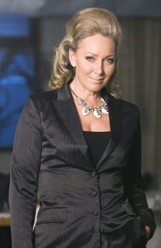 Tyylikonsultti Leena Sarvi kummeksui homoparien tanssimista Linnan juhlissa.