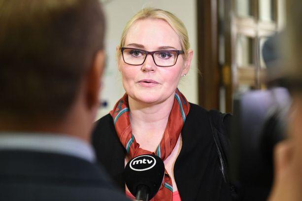 Kansanedustaja Veera Ruoho oli hyvin järkyttynyt Teuvo Hakkaraisen ahdistelun jälkeen.
