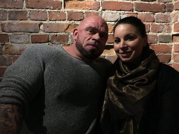 Kuvassa pariskunta kuvattuna helmikuussa.