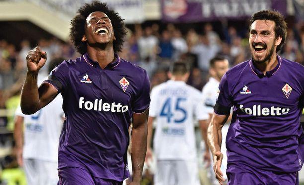 Carlos Sánchez ja Davide Astori juhlivat Sánchezin maalia Fiorentina-paidassa elokuussa 2016.